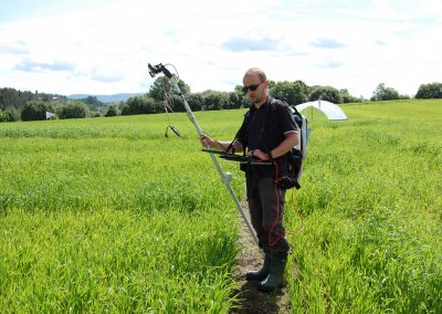 Measuring with multiple sensors in the field